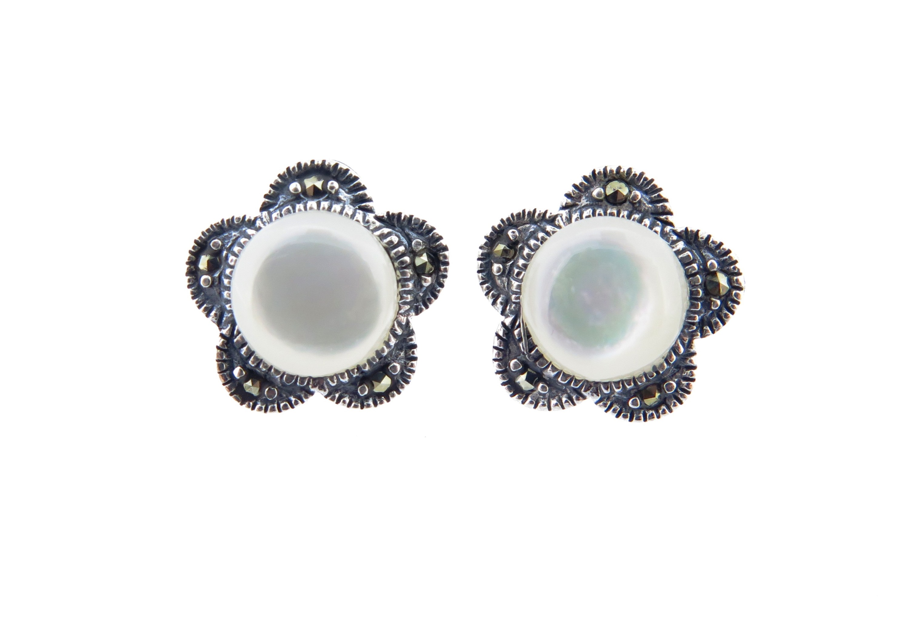 Mother of Pearl Studs MJ16257
