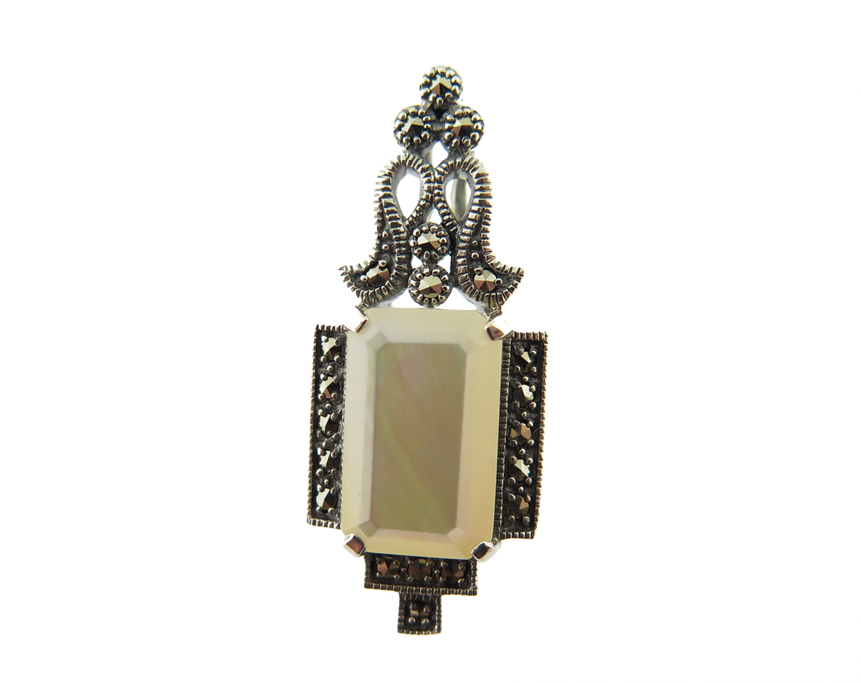 Mother-of-Pearl Pendant MJ18821